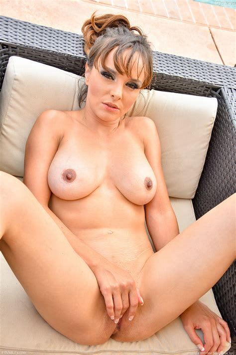 Sexy Milf Cytherea Strips And Spreads Her Pussy 1 Of 1