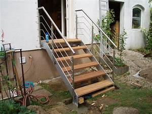 Stahltreppe Mit Holzstufen : stahltreppe mit holzstufen ~ Orissabook.com Haus und Dekorationen