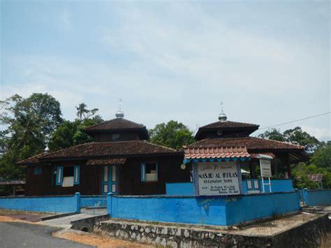 marvelous al ikhlas mosque  sijuk village belitung