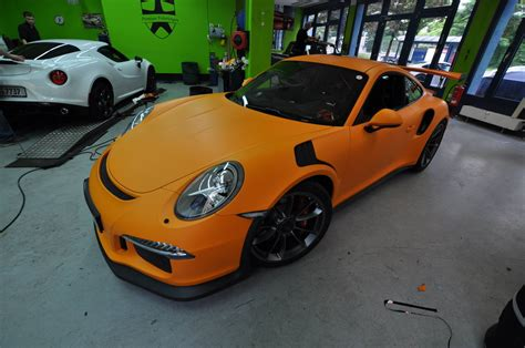 porsche gt3 rs wrap 2016 porsche 911 gt3 rs gets retro look with racing orange