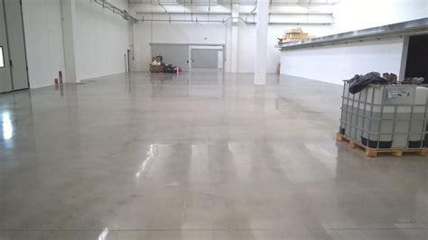 Un Pavimento Di Cemento O Legno by Lucidatura Cemento Lucidatura Levigatura Pavimenti In