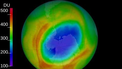 hole   ozone layer smallest