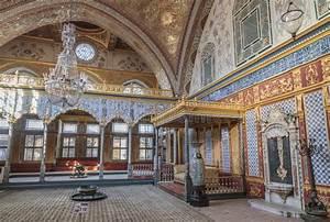Throne Room Inside Harem Section Of Topkapi Palace ...