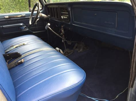 4 speed stick shift 1976 Ford F 150 Custom Standard pickup