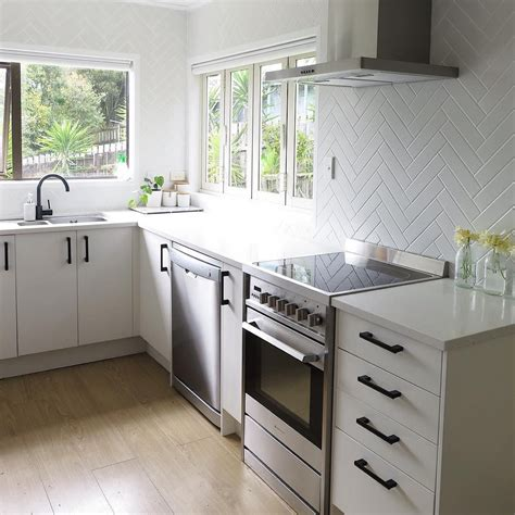 On white cabinets, they are the perfect option for a chic cabin kitchen or even an outdoorsy opt for these pretty vintage handles that will bring both color and nostalgia into your kitchen. @iamtarryndonaldson on Instagram Herringbone tiled kitchen splashback with black handles a ...