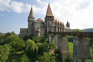 Corvin Castle - Castle in Romania - Thousand Wonders