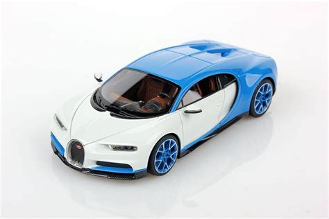 That includes both versions of the special edition model: Bugatti Chiron 2016 White/Blue by Looksmart