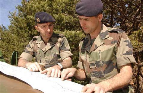 en 2015 1 000 postes d officiers seront supprim 233 s et il y
