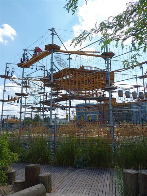 kinder klettern  mountmitte dem kletterpark  berlin
