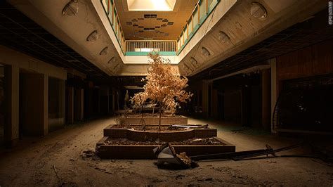 abandoned mall    eerie american story