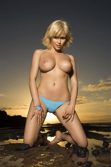 Iga Wyrwal Bikini Photoshoot Redbust