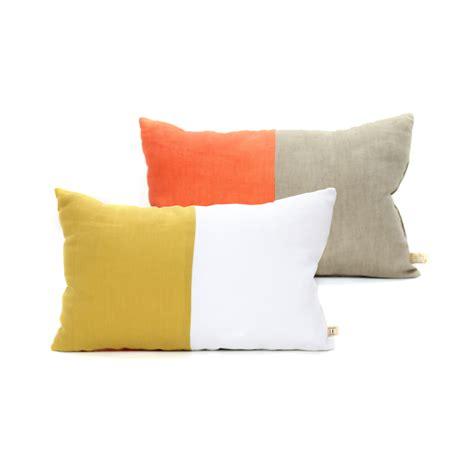 changer chambre a air coussin en 25 x 40 cm orange jaune lab pour chambre