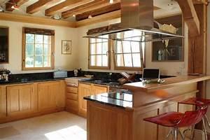 plan de travail chene blanchi maison design bahbecom With plan maison en longueur 8 cuisine rustique en chene massif cuisines liebart