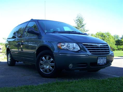 Chrysler 2005 Town And Country by Spinoff23 2005 Chrysler Town Countrylimited 4d Specs