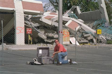 Northridge, Ca Earthquake Damage