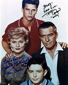 June and Ward Cleaver (Barbara Billingsley, Hugh Beaumont ...