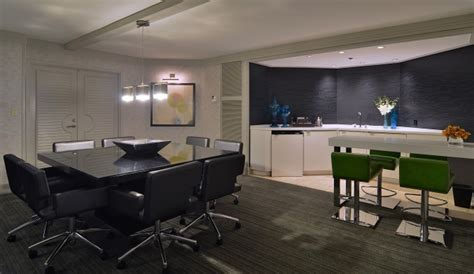 host   suite vegas reception