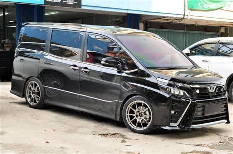 Modifikasi Toyota Voxy by Modif Toyota Voxy Biar Keren Nih Paketan Kaki Kakinya