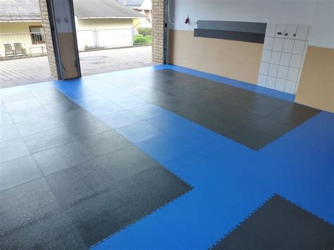 Pvc Boden Lebensdauer by Pvc Garage Floor With Click System Of Tiles Pvc Flooring