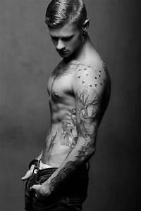 Tatouage Simple Homme : 1001 images pour trouver la meilleure id e de tatouage homme ~ Melissatoandfro.com Idées de Décoration