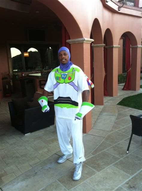 paul pierce   frog halloween costume  dressing