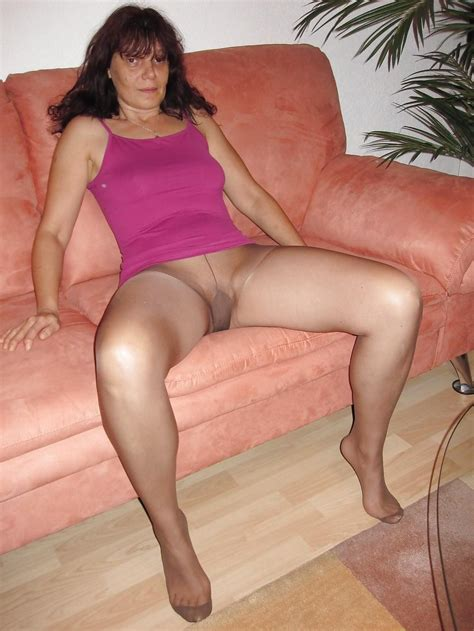 3031000 In Gallery Mature Pantyhose Picture 3