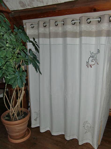rideaux pour placard de chambre rideau coulissant pour placard maison design bahbe com