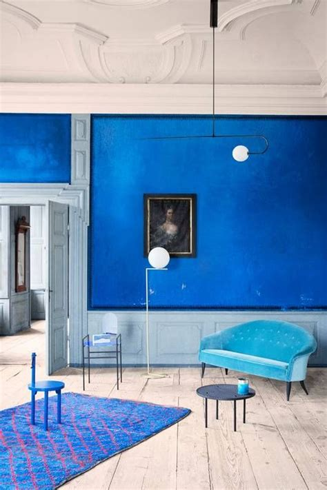 Monochromatic Blue Living Room by 1000 Ideas About Monochromatic Room On 70s
