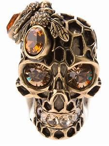 mcqueen skull ring in gold metallic lyst