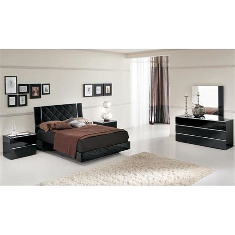 decorate  bedroom   stylish black lacquer