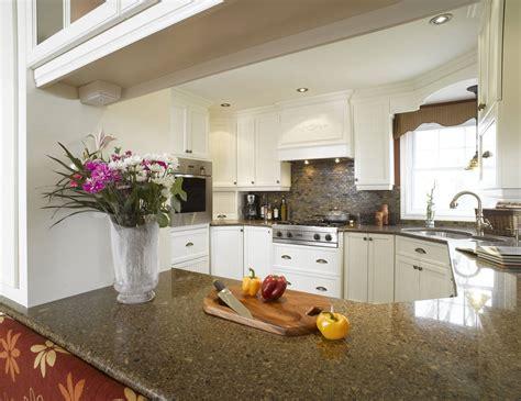 cuisine blanche en bois blanche armoire cuisine bois érable granit