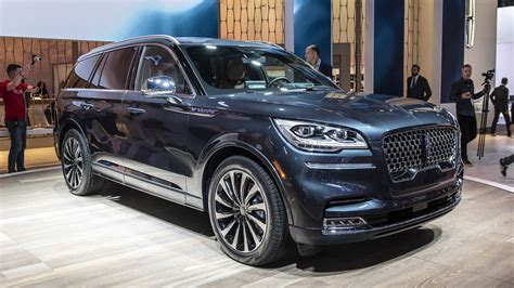 lincoln  give  aviator phev   design features