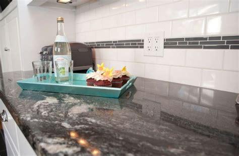 plan de travail en marbre pour cuisine plan de travail en granit noir pour une ambiance tendance