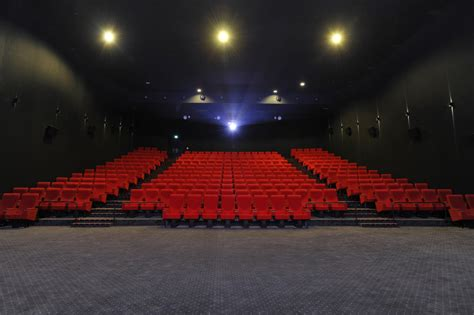 dans les salles cinema cin 233 ma path 233 s installe au sein du centre de shopping so
