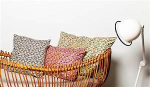 coussin imprime voitures vert pour chambre enfant tiliah With chambre bébé design avec coussin a fleurs