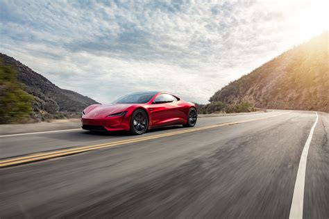 Tesla Roadster Delights Us In New Images