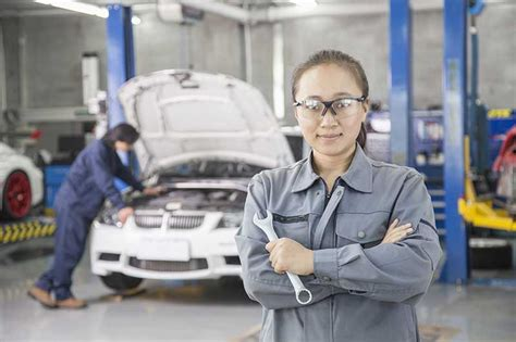 Auto Mechanic Career Information by Should I Be A Mechanic Traits You Should To Be A