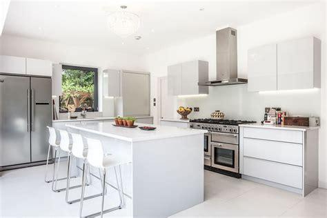 cuisine modele cuisine ouverte avec blanc couleur modele