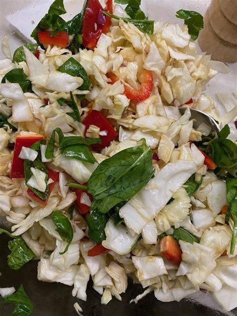 Vienkāršie Ķīnas kāpostu salāti - Ko Tu ēdīsi?