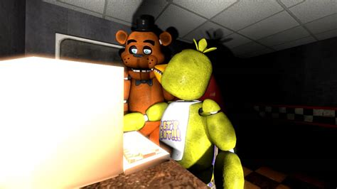 [SFM] FNAF - Chica Plays The Scary Maze Game!!! - YouTube