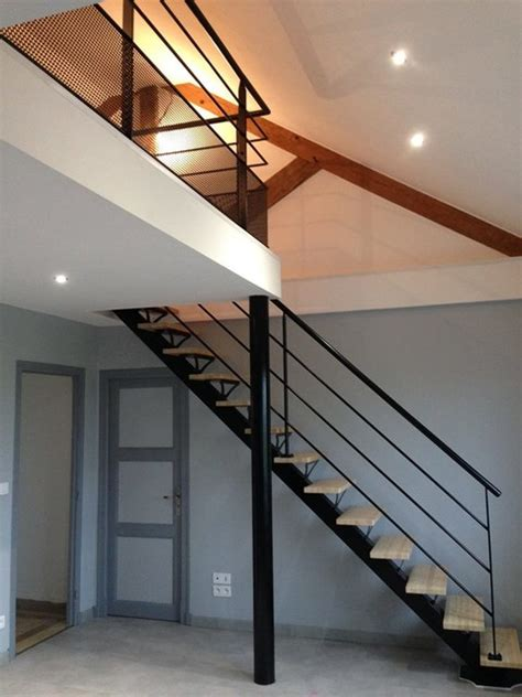 chambre sous sol escalier poutre centrale mezzanine moderne escalier