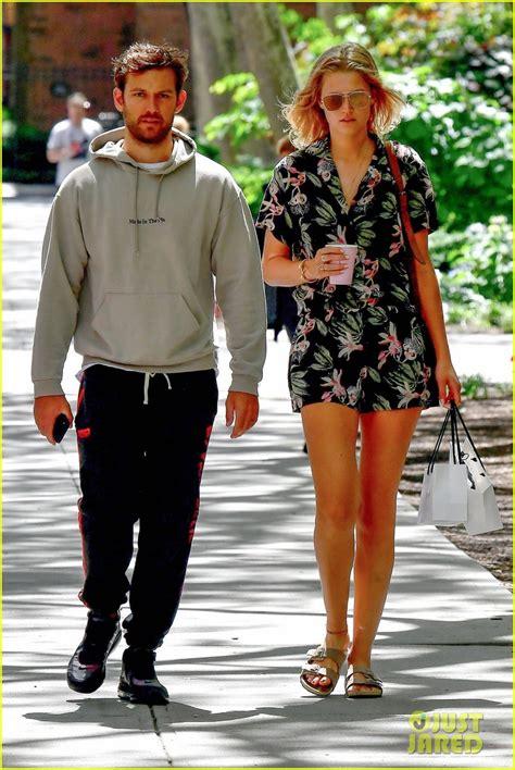 couple alex pettyfer toni garrn enjoy  shopping