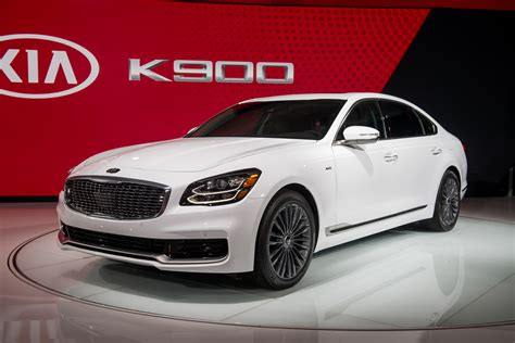 2019 Kia K900 Video First Look 2018 New York Auto Show