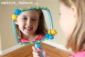 """Mirror Mirror"" Snow White Craft Make and Takes"