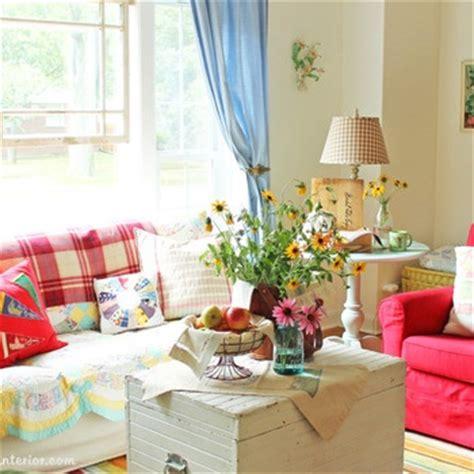 Non posizionate i fiori tutto sullo stesso piano: Aria di primavera: arredare casa con fiori e colori - La Figurina