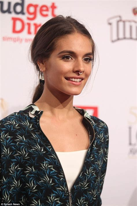 Shiny Black Tv Stand by Caitlin Stasey Dons Bull Ring At The 2015 Tv Logie Awards