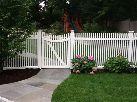 driveway gates  picket fence   canaan ct