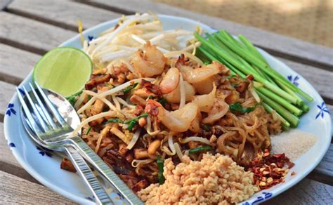 cuisiner dans un wok le pad un plat exotique simple et facile à faire