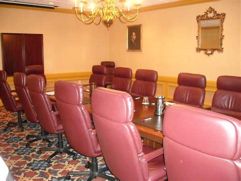 chaise salle de réunion images gratuites table cuir chaise meubles chambre salle de réunion salle de conférence