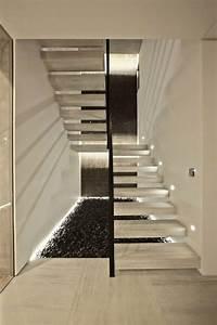 Treppe Indirekte Beleuchtung : freitragende treppe 40 moderne designideen ~ Eleganceandgraceweddings.com Haus und Dekorationen